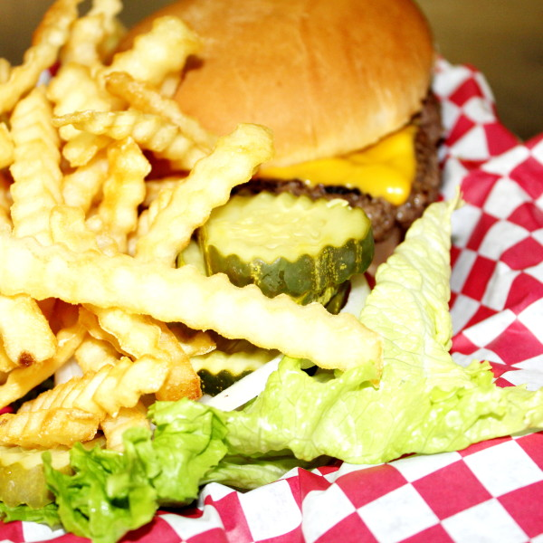 Cheeseburger ½lb.*